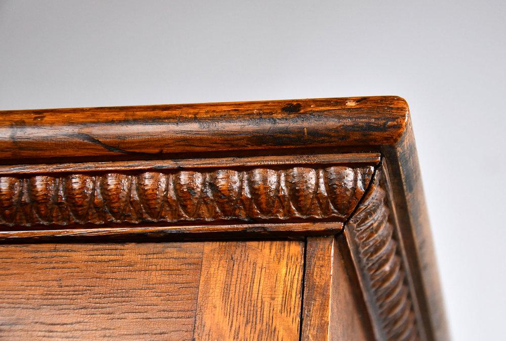 47260-quartersawn-display-case-corner-detail.jpg