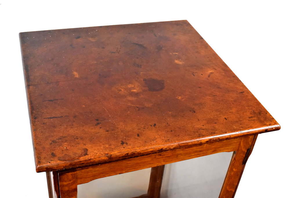 47260-quartersawn-oak-display-case-top.jpg