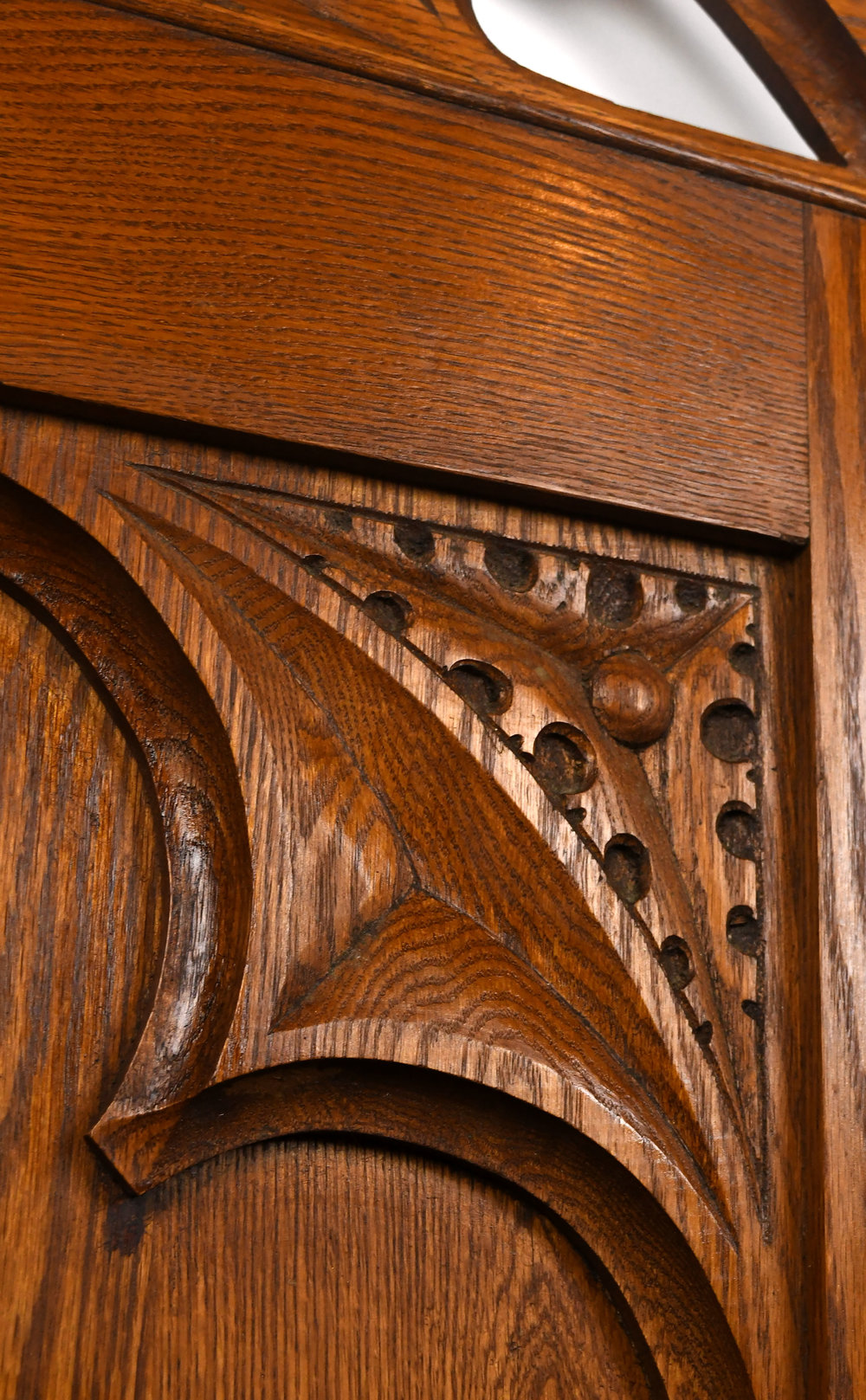 47349-oak-altar-rail-wood-detail.jpg