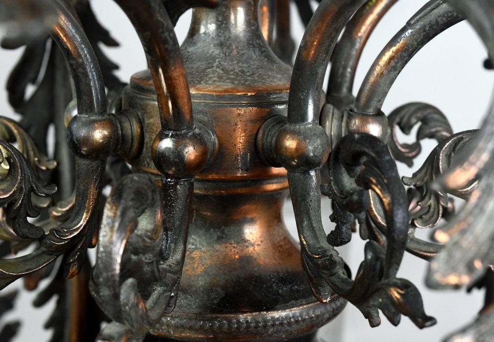 47471-gilt-satin-gas-electric-chandelier-body-detail.jpg