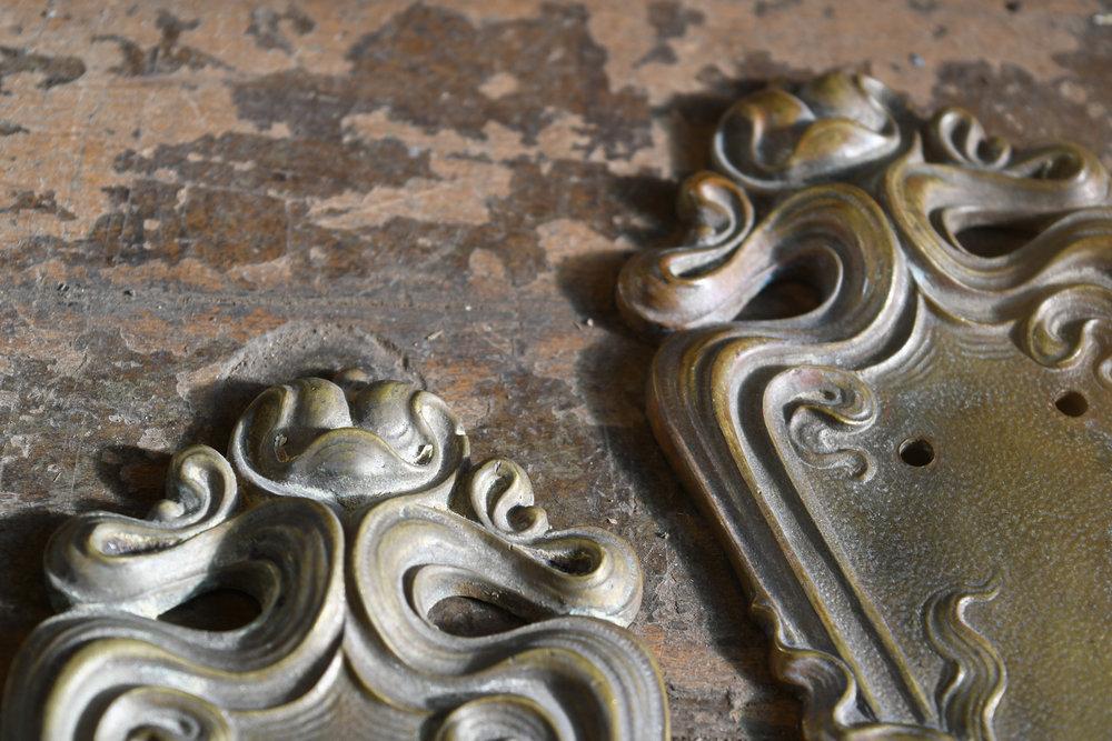 H20170-sargent-brass-art-nouveau-push-plates-detail-20.jpg