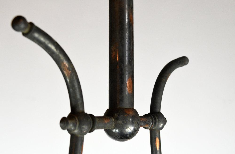 47501-gilt-satin-gas-converted-chandelier-detail-24.jpg