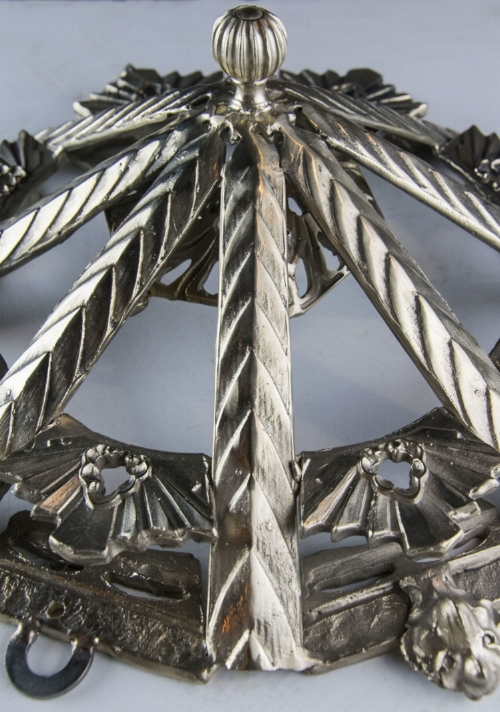 The overlapping pointed arch design modeled after an original part of the pendant