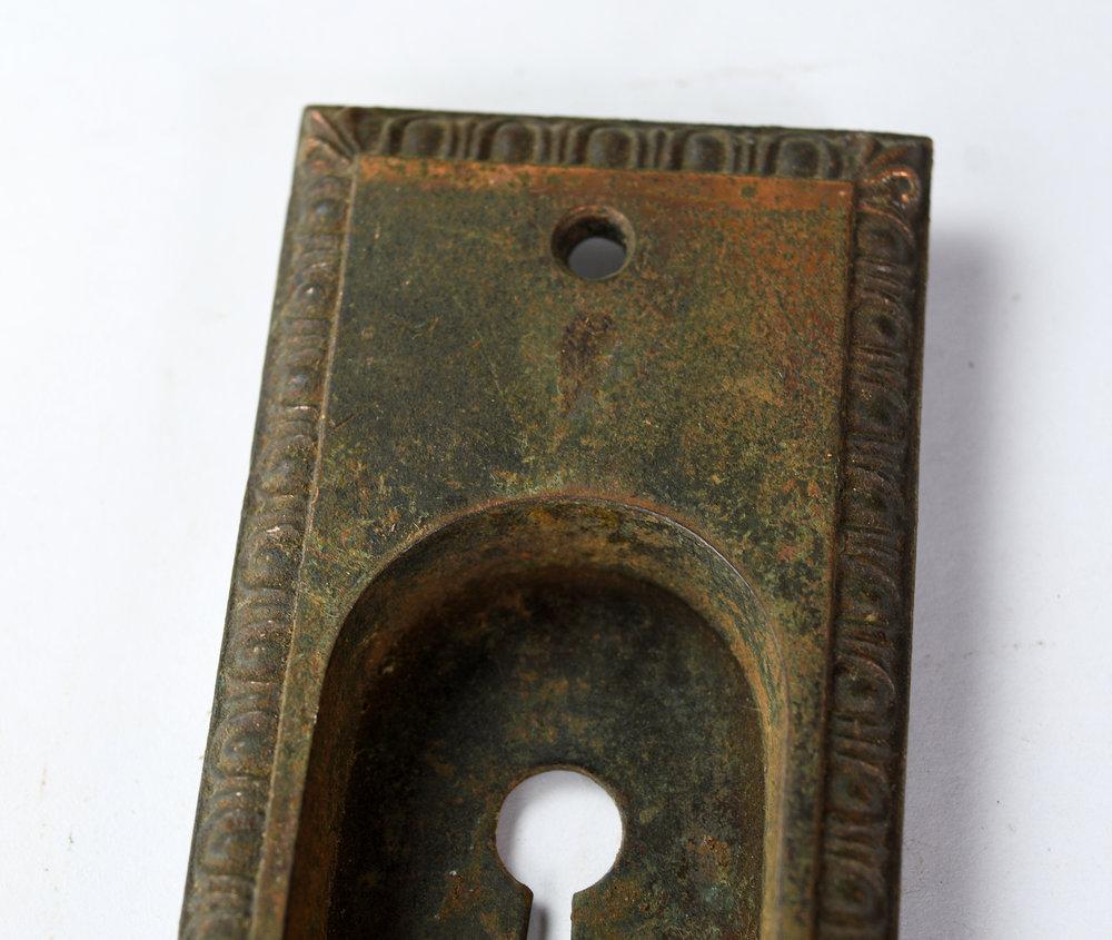 H20186-egg-and-dart-pocket-door-handle-3.jpg