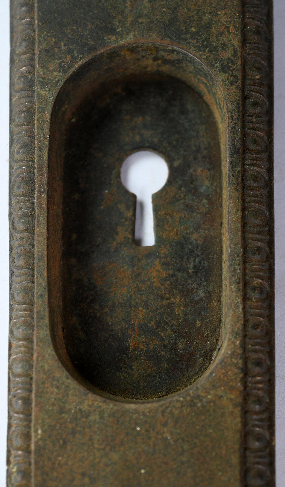 H20186-egg-and-dart-pocket-door-handle-4.jpg