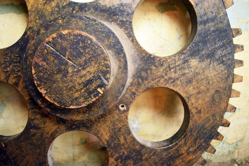 46915-wooden-gear-mold-middle.JPG