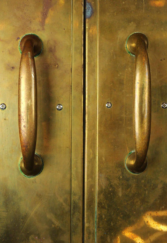 46951-brass-walnut-door-handle-detail.jpg