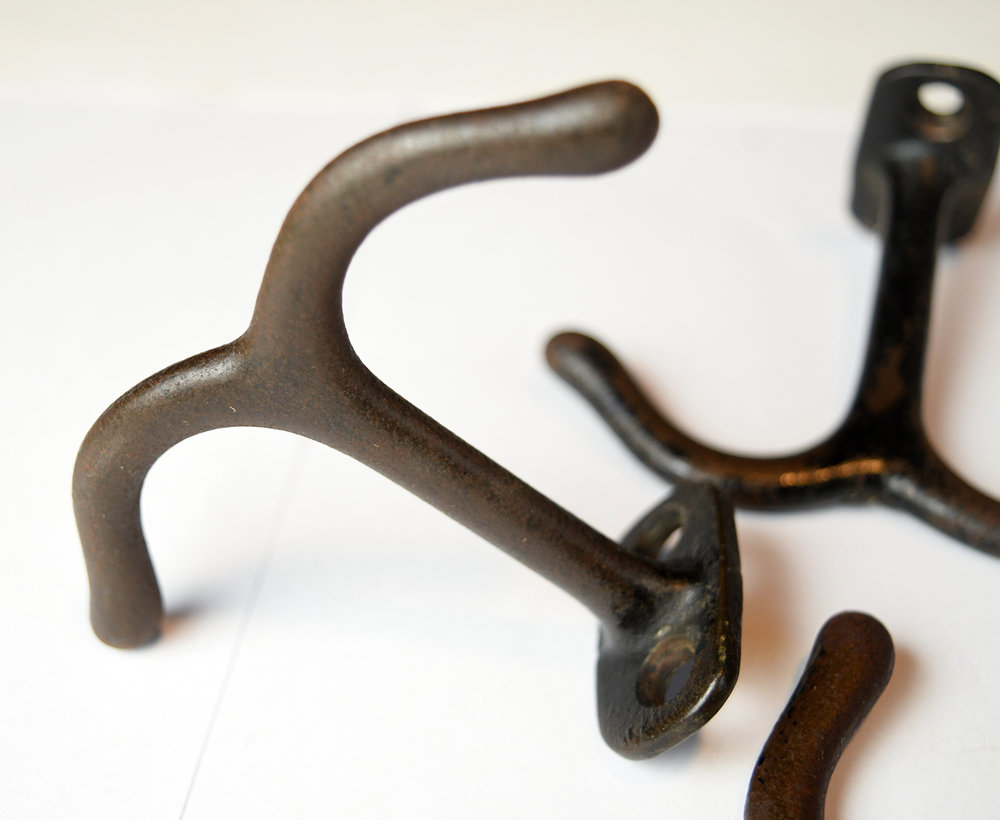 H20207-iron-two-arm-ceiling-hook-4.jpg