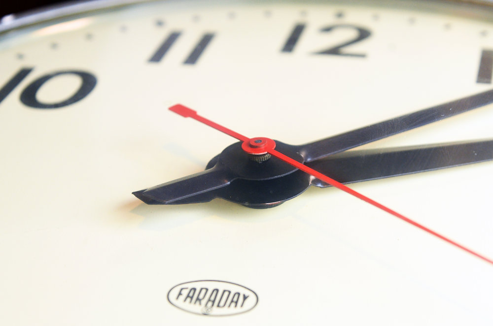 47729-faraday-round-double-sided-clock-5.jpg