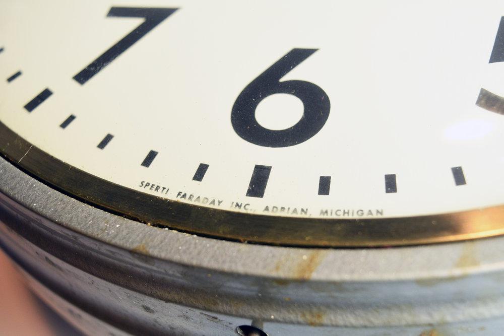 47729-faraday-round-double-sided-clock-6.jpg