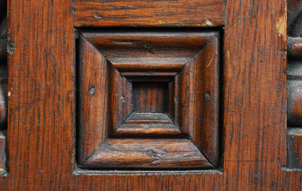 47717-victorian-carved-oak-newel-post-13.jpg