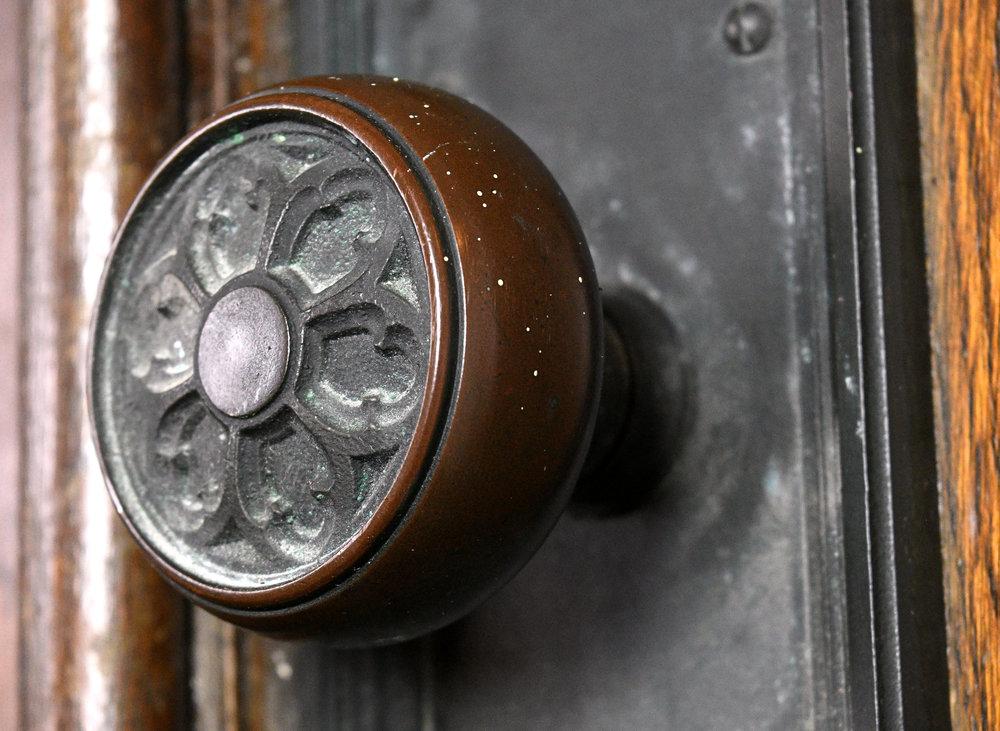 47845-gothic-double-oak-doors-knob.jpg