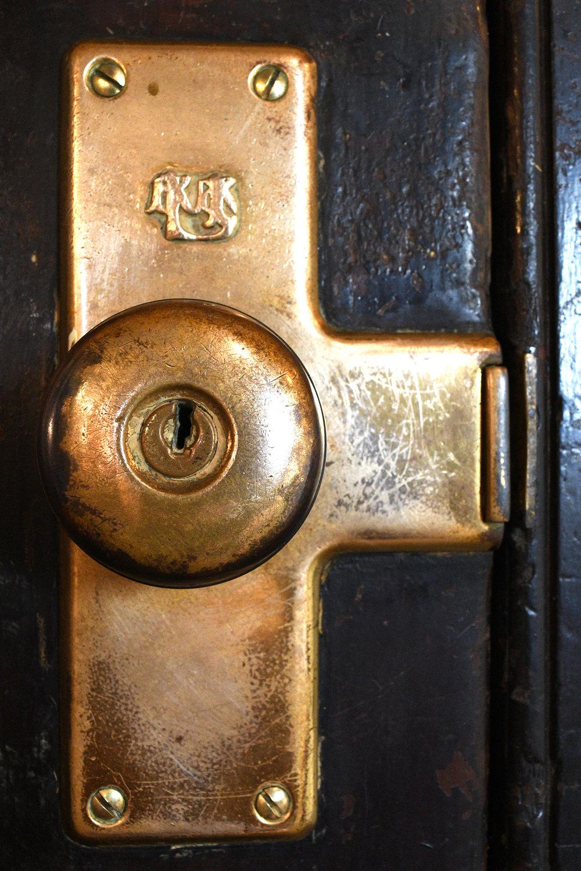 47932-ple-railroad-double-doors-front-knob.jpg