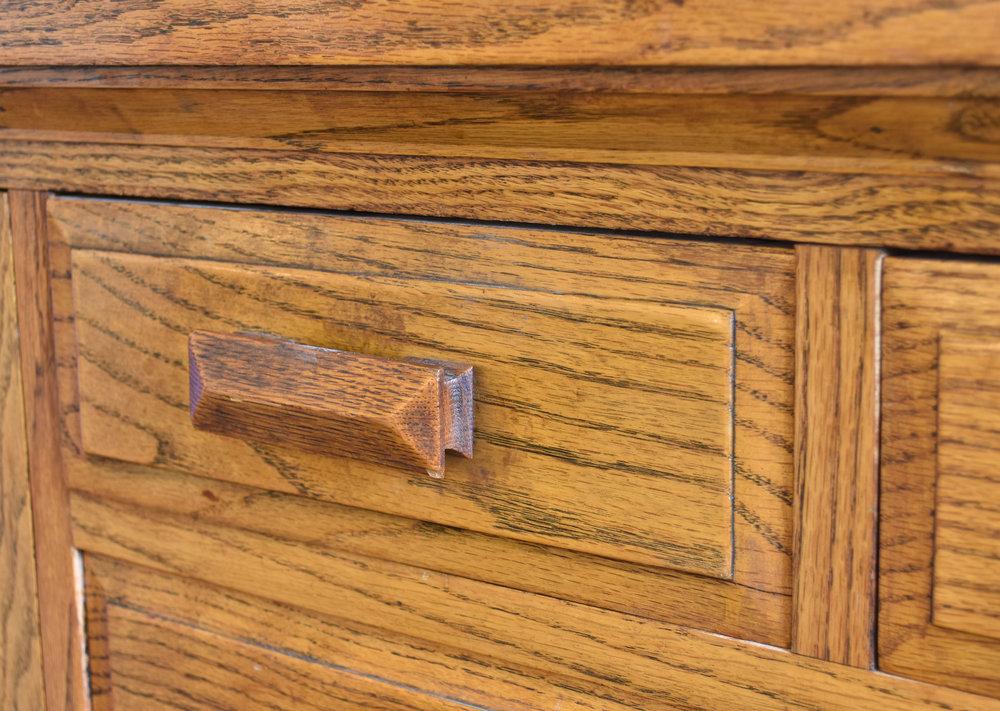 48101_oak_craftsman_buffet_detail3.jpg
