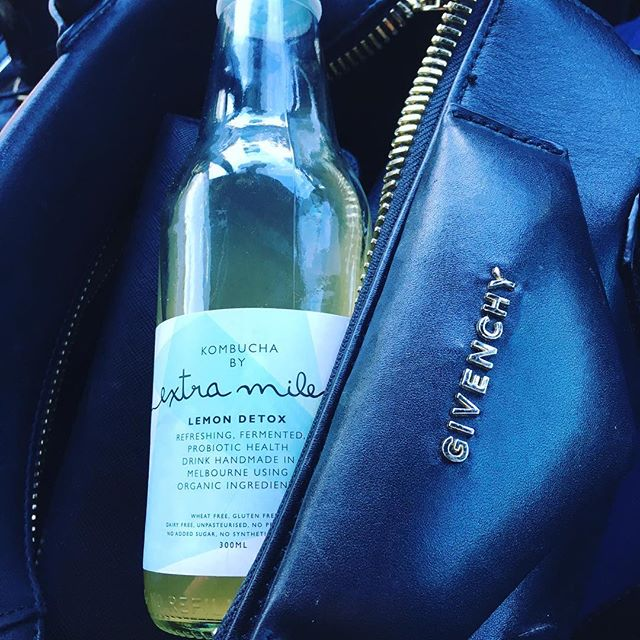 Somethings I just can't go with out.. Thank you @extramilekombucha for making a special last min delivery @loveandnourish , love my Kombucha 😍 #balace #guthealth #eatclean #loveandnourish #love #life #healthy #organic #probiotics #eatclean #cafe #fashion #givenchy