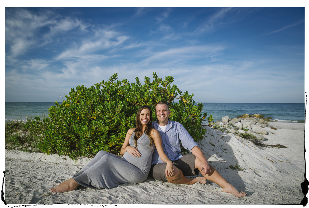 beach maternity photos.jpg
