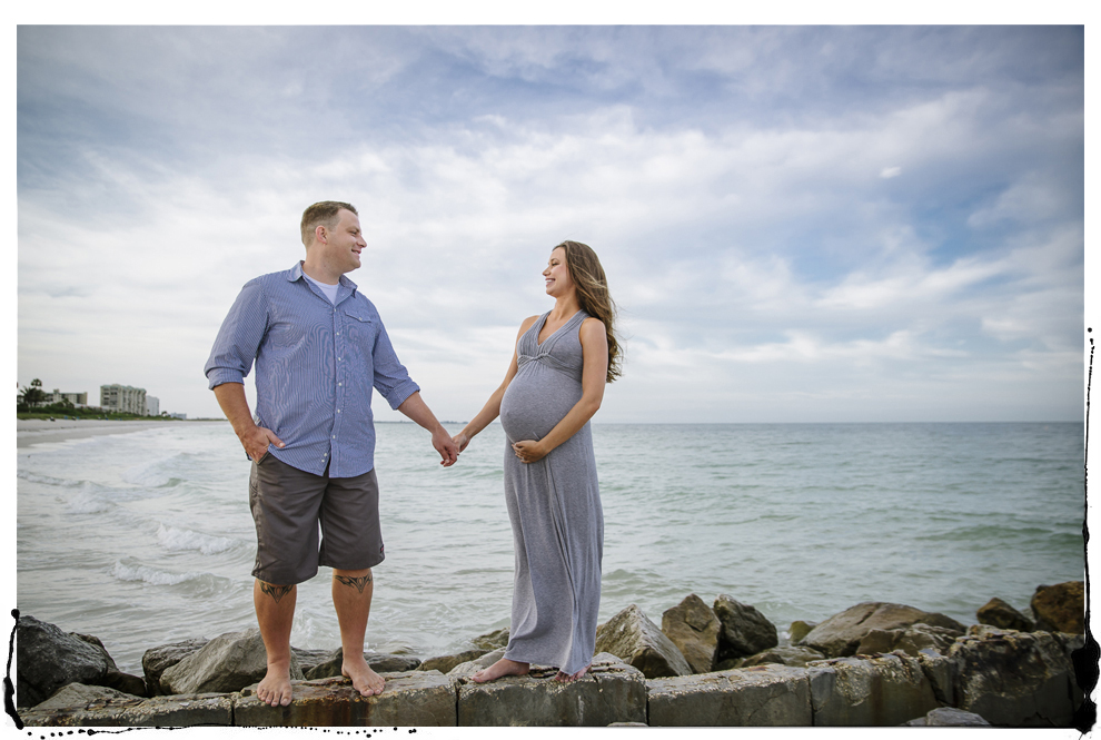 rock jetty beach maternity photos.jpg