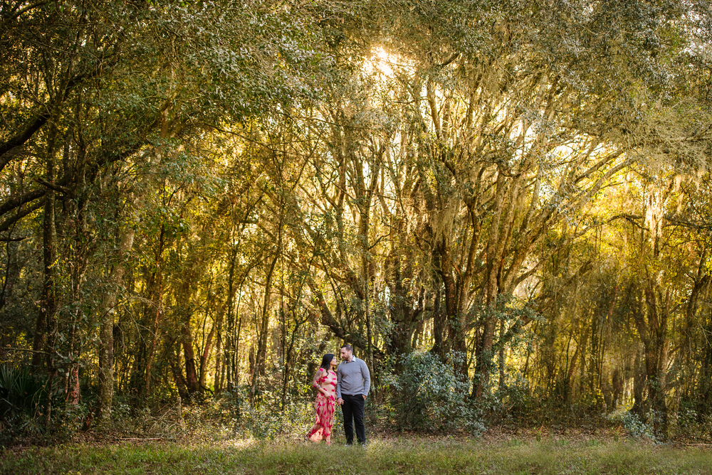 tampa-engagement-photographer-morris-bridge-sun-trees-outdoor-stylish