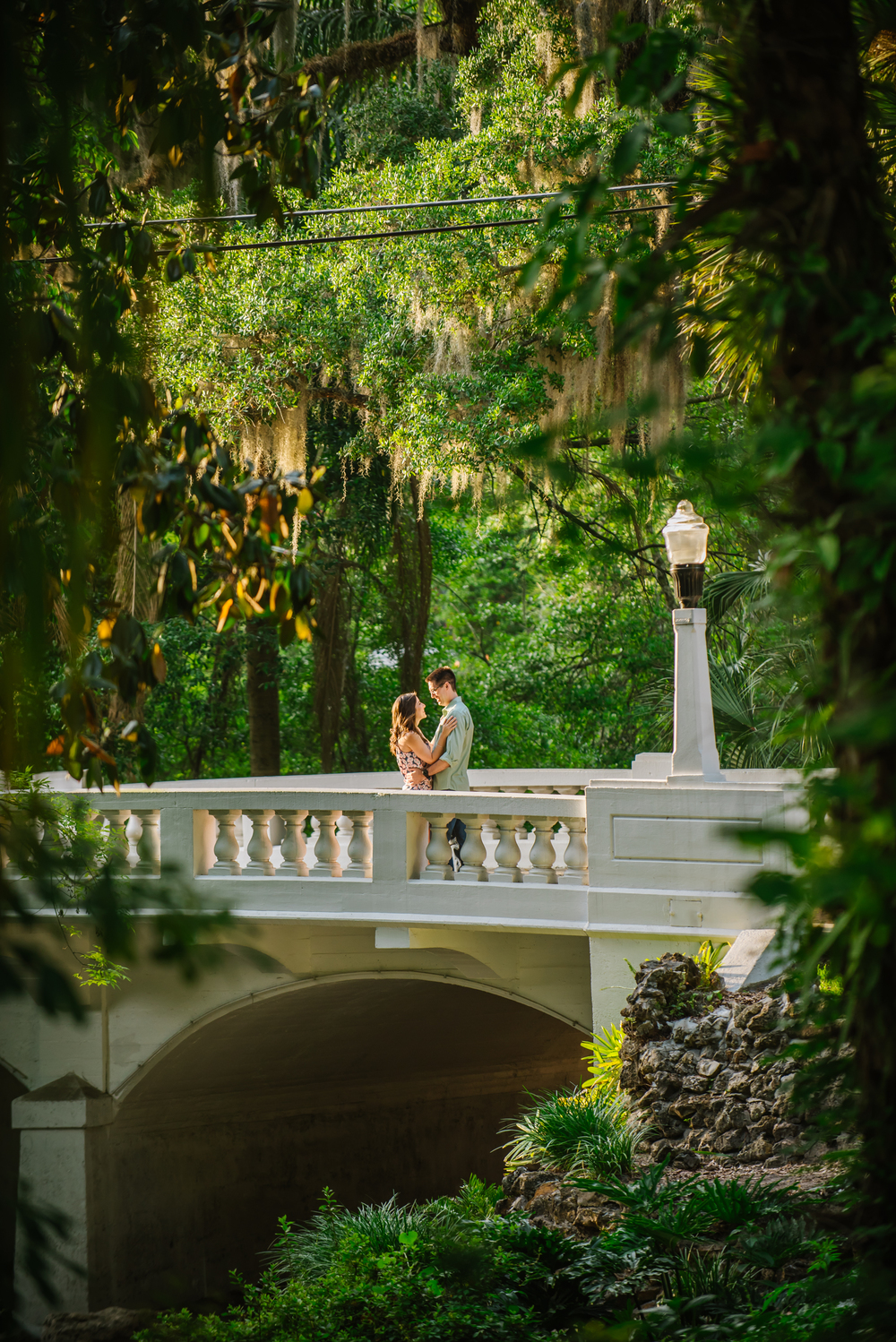 tampa-engagement-photographer-outdoor-candid-stylish-modern-fun-vibrant-real-love-candid-orlando-lake-eiola-session-romantic-bridge