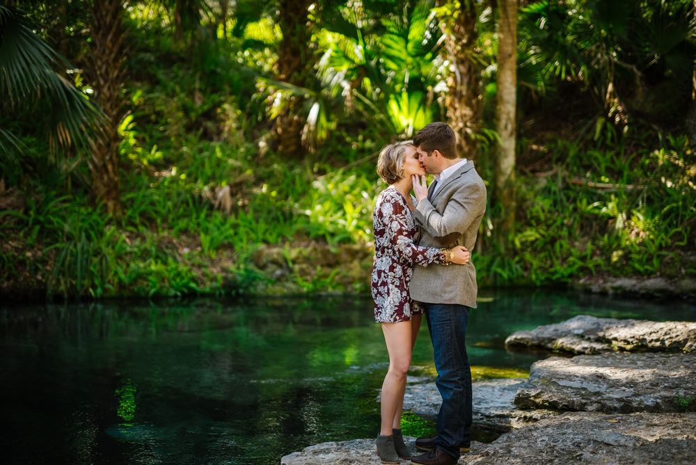 tampa-engagement-photographer-kelly-springs-rock-kiss-romantic-nature-adventure-love-candid-vibrant-green