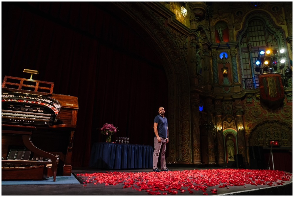 tampa-theater-romantic-surprise-proposal-red-roses-photographer_0004.jpg