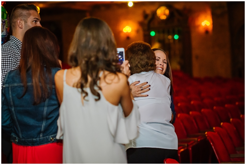tampa-theater-romantic-surprise-proposal-red-roses-photographer_0006.jpg