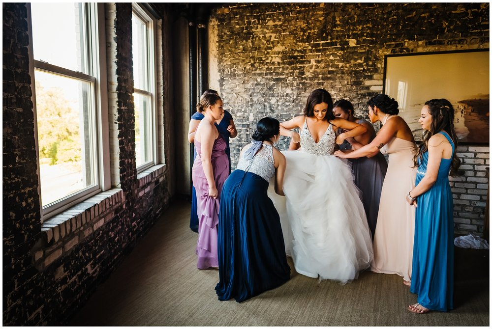 tampa-wedding-photographer-oxford-exchange-garland-candlelight-gold-hayley-paige_0012.jpg