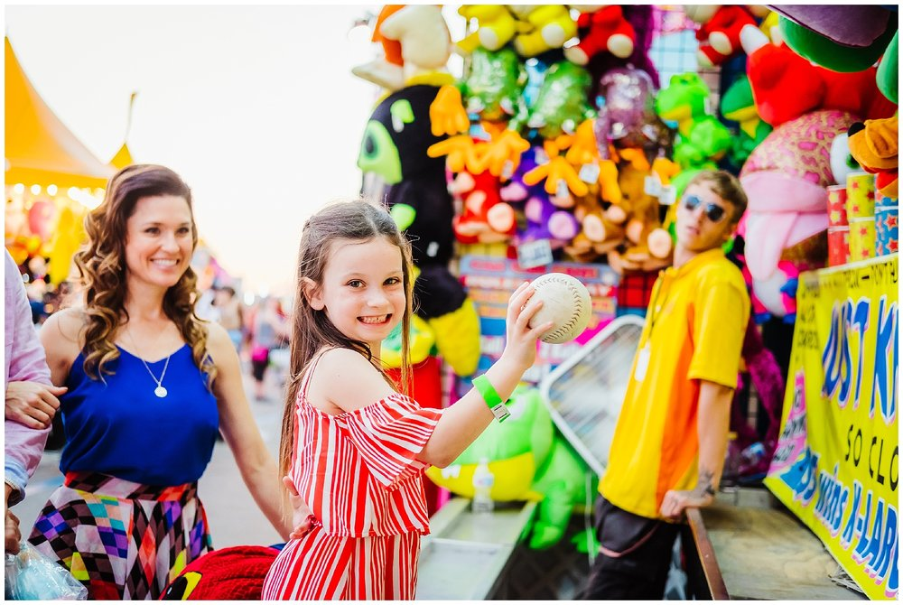 Tampa-colorful-fair-amusement park-dani family session_0023.jpg