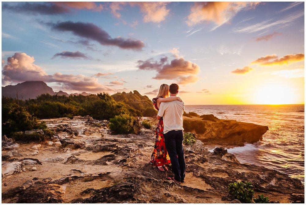 hawaiin-honeymoon-sunrise-portraits-kauai-grand-hystt-destination-photographer_0002.jpg