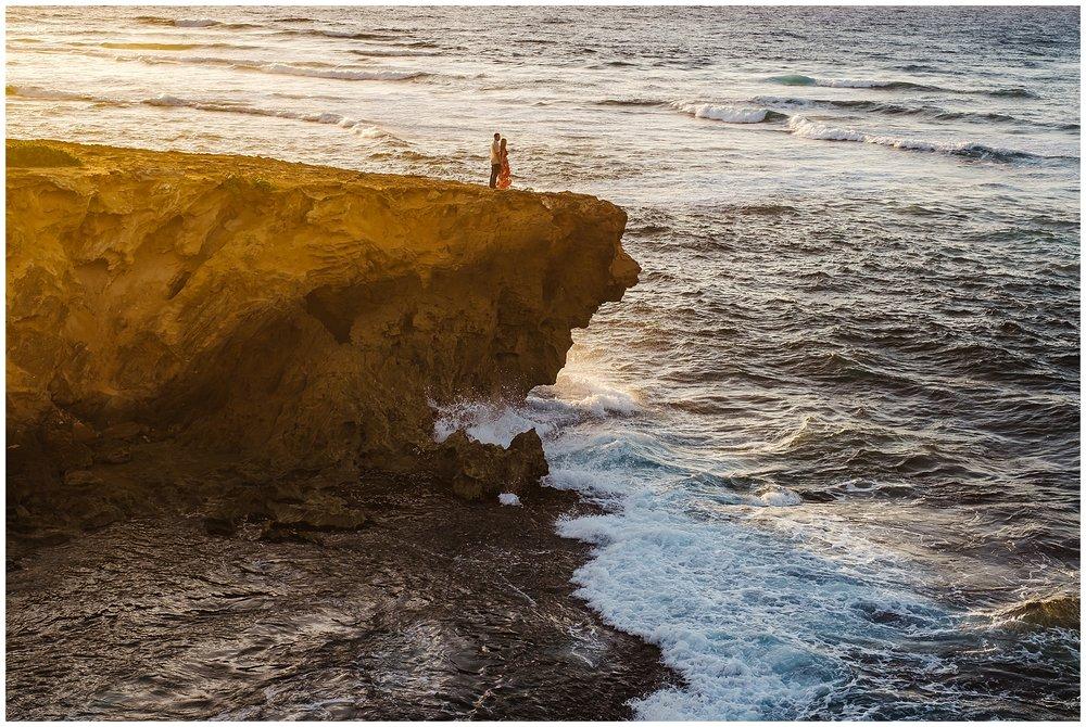 hawaiin-honeymoon-sunrise-portraits-kauai-grand-hystt-destination-photographer_0017.jpg