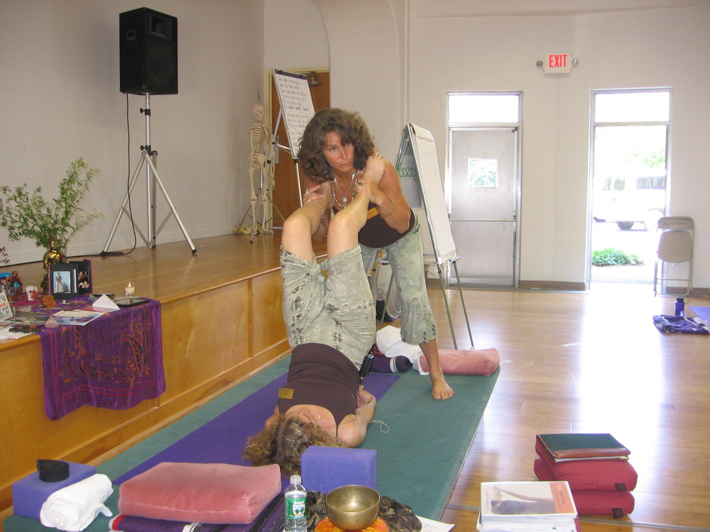 B& J Teaching Shoulderstand KYTT '07.JPG