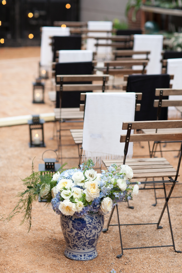 Blue-and-White-Wedding-Decor-Ideas-600x900.jpg