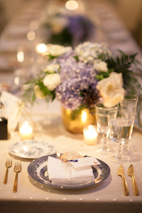 Blue-White-and-Gold-Table-Ideas-600x900.jpg