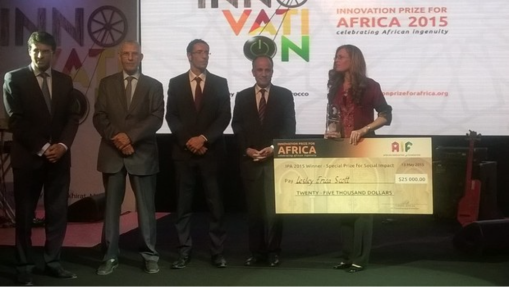Lesley Erica Scott  receiving her award  for Social Impact and a US$25 000 prize