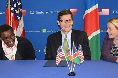US ambassador to Namibia, Thomas Daughton, flanked by Ally Angula (L) and Tammy Knott (R)