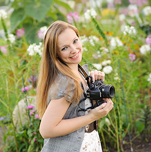 Tips on how to choose your wedding photographer by Trina Dinnar.