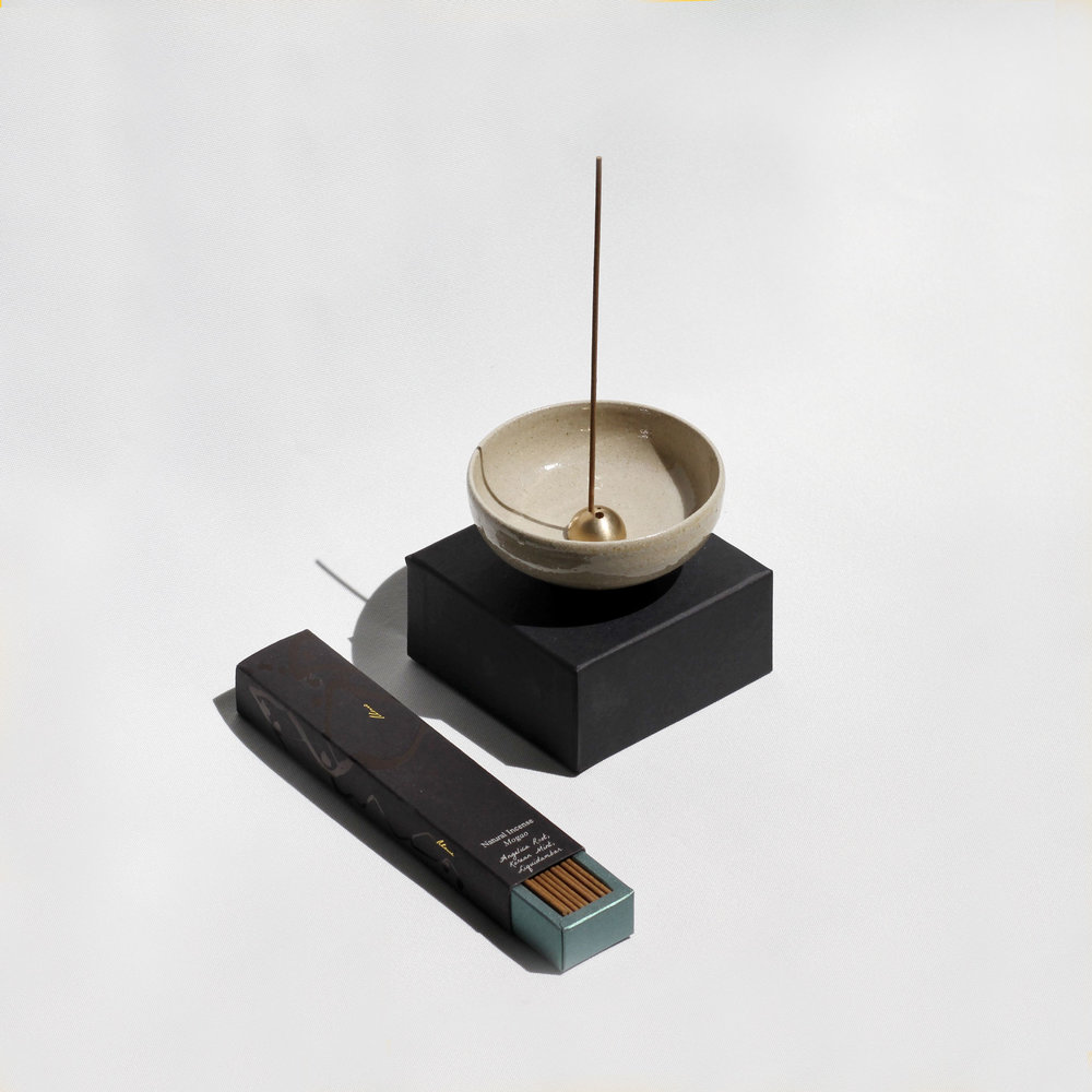 web-white-bowl-brushed-gold-holder-and-mogao_003.jpg