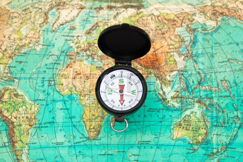 1665419-574011-the-compass-lies-on-the-modern-world-map[1].jpg