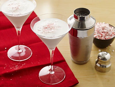 Candy Cane Cocktails My favorite way to serve these sweet & sassy little numbers?  As adorable dessert shooters