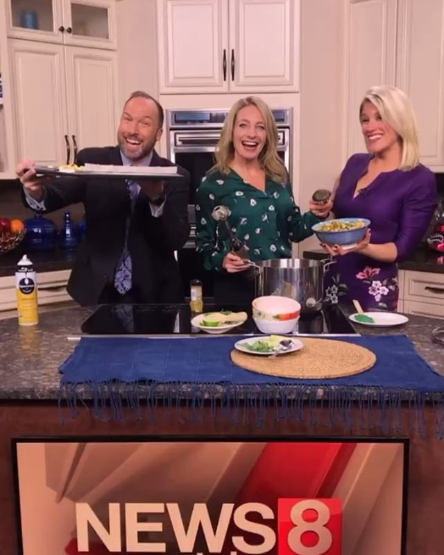 Soup Season is here! ❄️ Had such a blast sharing some of my top tips for making healthy-yet-hearty soups w my friends at Good Morning CT in my monthly Cooking Segment today! - We whipped up one of my personal favs ❤️Curried Roasted Cauliflower & Chickpea Stew - super flavorful, rich, & filling yet just 100 cals/0 SP WW, #glutenfree, #dairyfree, & #vegan #vegetarian! ✨ Perfect to mealprep or freeze ahead too 🙌 - Get the recipe & pick up my tricks at the link in my bio! - - - #cookingwjulie #ww #wwfreestyle #soupseason #newhaven #hoboken #cheflife #easyrecipes #healthyrecipes #mealprepsunday #soups #recipeshare