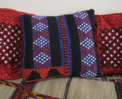bedu pillow, yarn from the souq