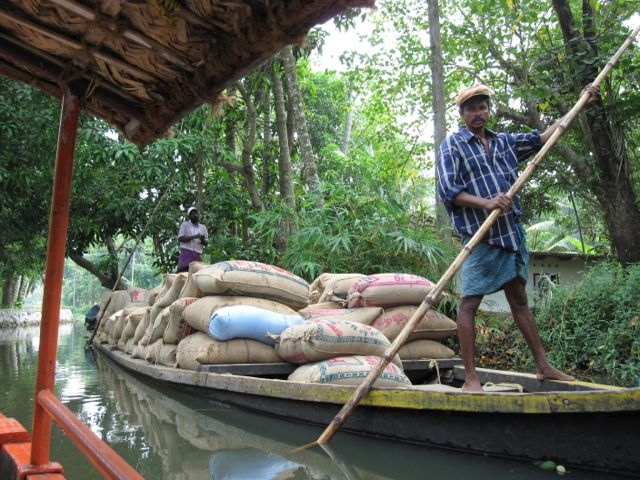 Kerala cargo boat.jpg