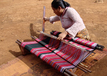Katu weaver in Salavan province, Laos. Foot-tensioned loom like Keo's above. Image from Above the Fray: https://hilltribeart.com/loom-weaving-techniques
