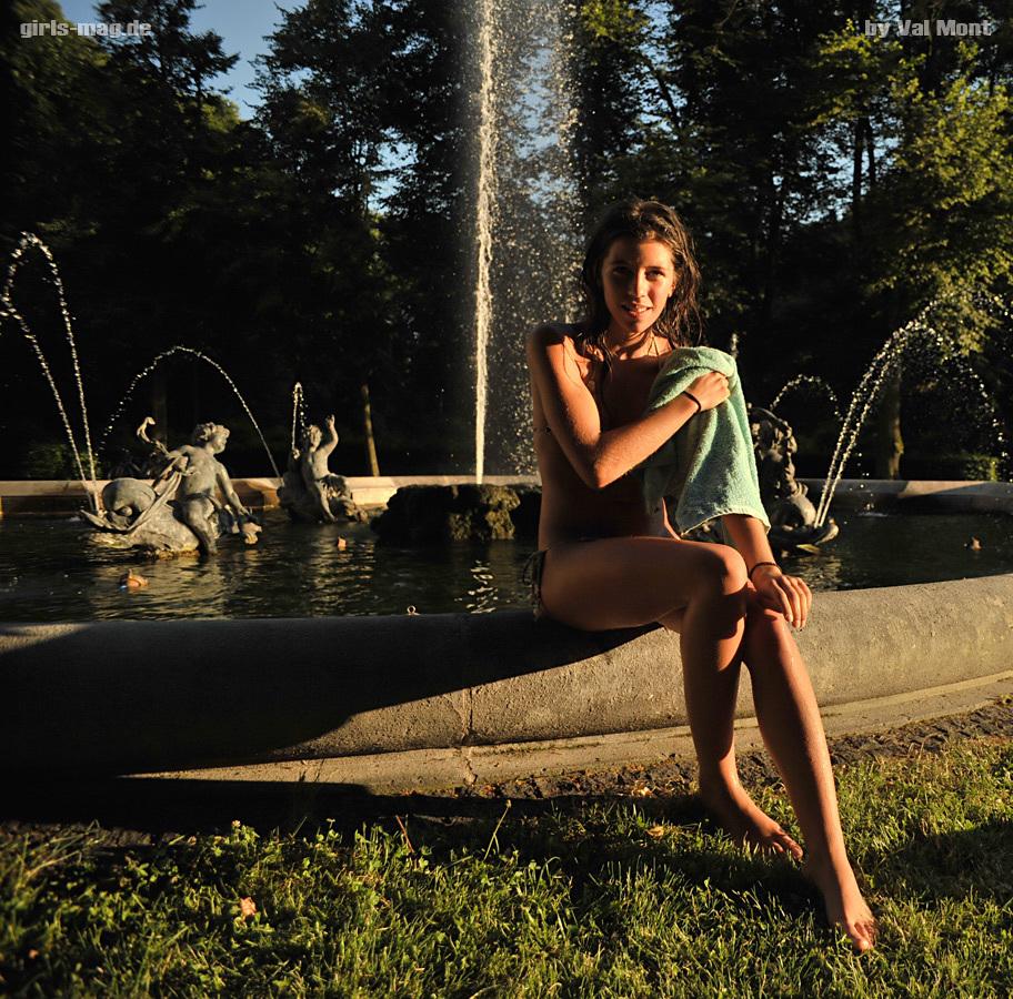 Olivia am Brunnen
