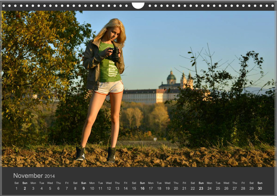 "Lorraine in Val Monts Kalender 2014 ""Girls with Cameras"""
