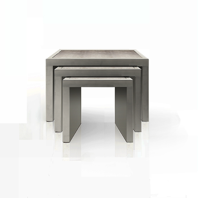 NESTING TABLES IN AGATE WITH SILVER LEAF