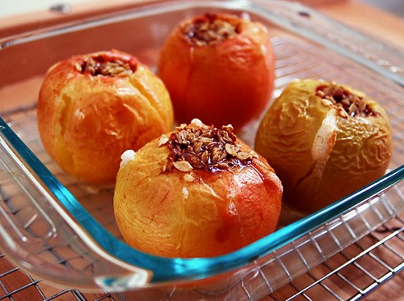 sarah-willis-yogini-cuisine-baked-apples.png