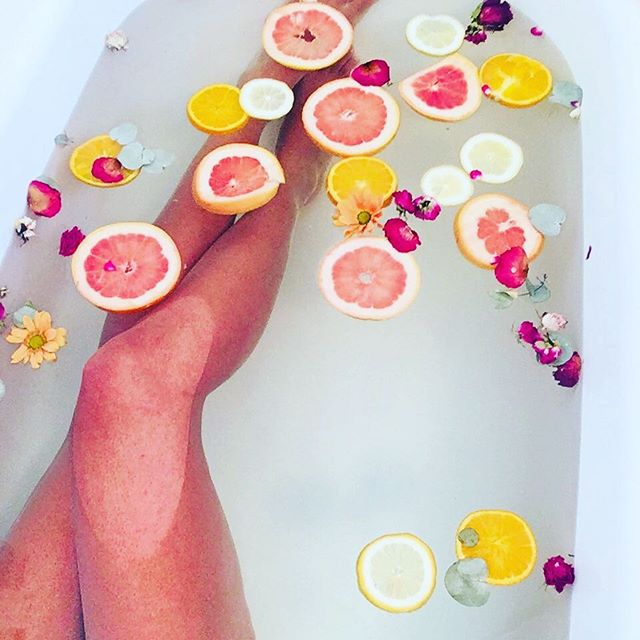 Nothing like a Citrus bath 🛀🏾 to purify your soul. #citrusbath#bath#bathtub#orange#spa#homespa#relaxing#bodyscrub