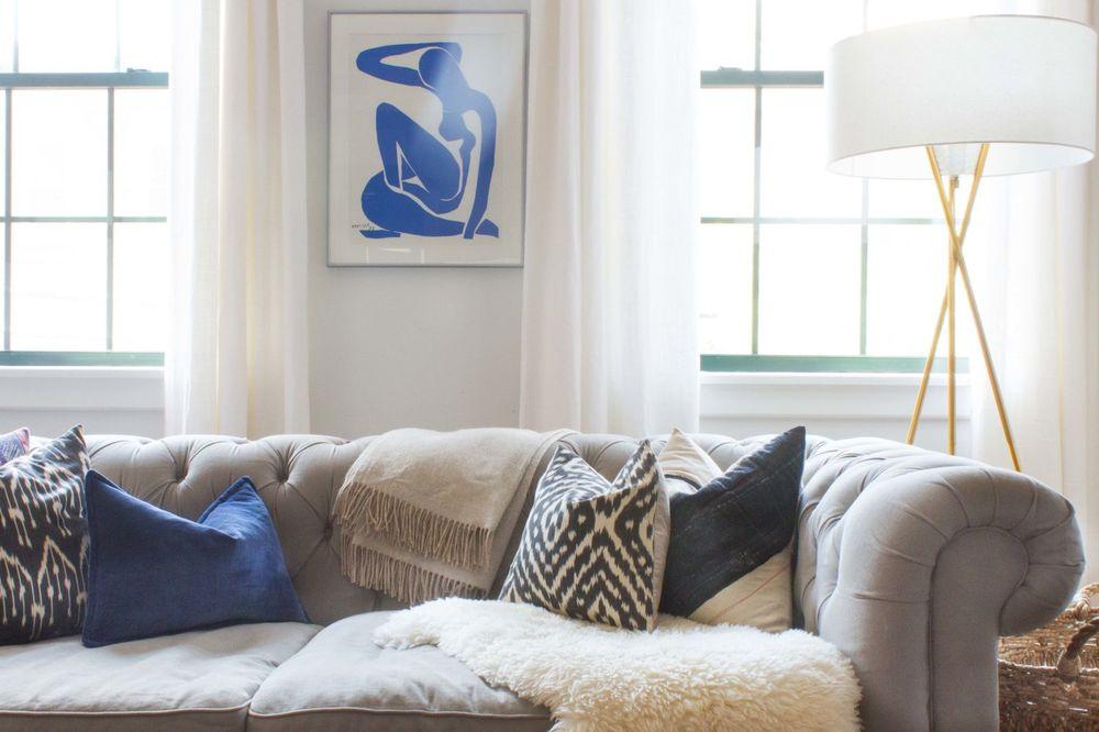 gallery-1441735740-hoboken-living-room-couch-pillows.jpg