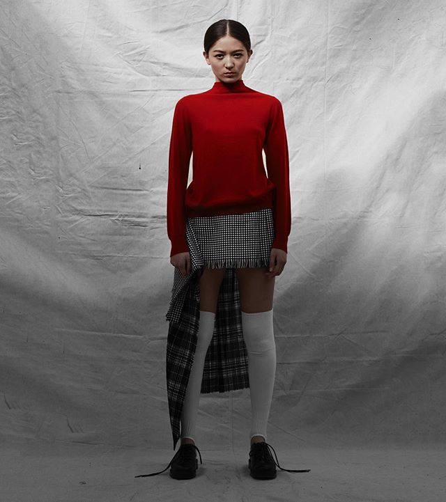 SS19  Mini houndstooth Mia Kilt.  Fine merino knife pleats. Made from upcycled scarfs woven in Scotland with @lochcarron_of_scotland teamed with classic red cashmere Cardigan.  Photography: Paul Phung Styling: Ianthe Wright  Art Direction: Bruce Usher Make Up: Vassilis Theotokis Hair: Takuya Uchiyama @paulphung @ianthewright @bruceusherstudio #sustainable #sustainability #sustainablefashion